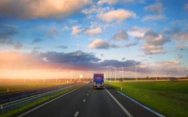 Sigr Bizjak tovorno vozilo med vožnjo/od zadaj