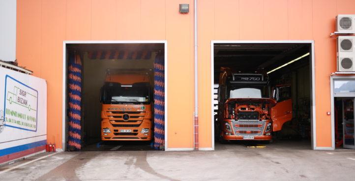 tovornjaki med čiščenjem